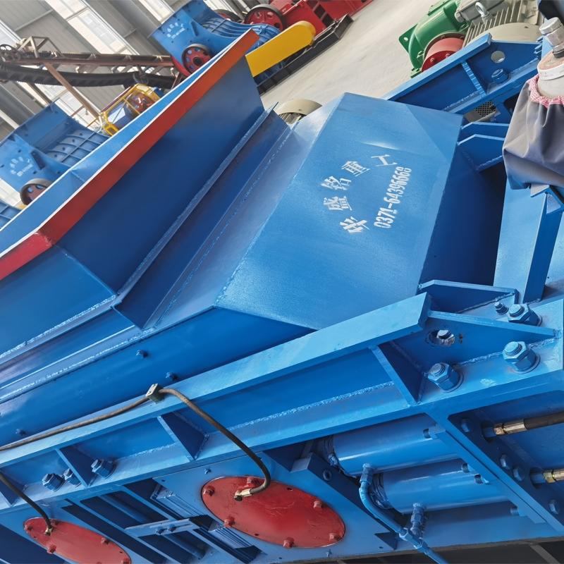 时产100吨对辊式制砂机