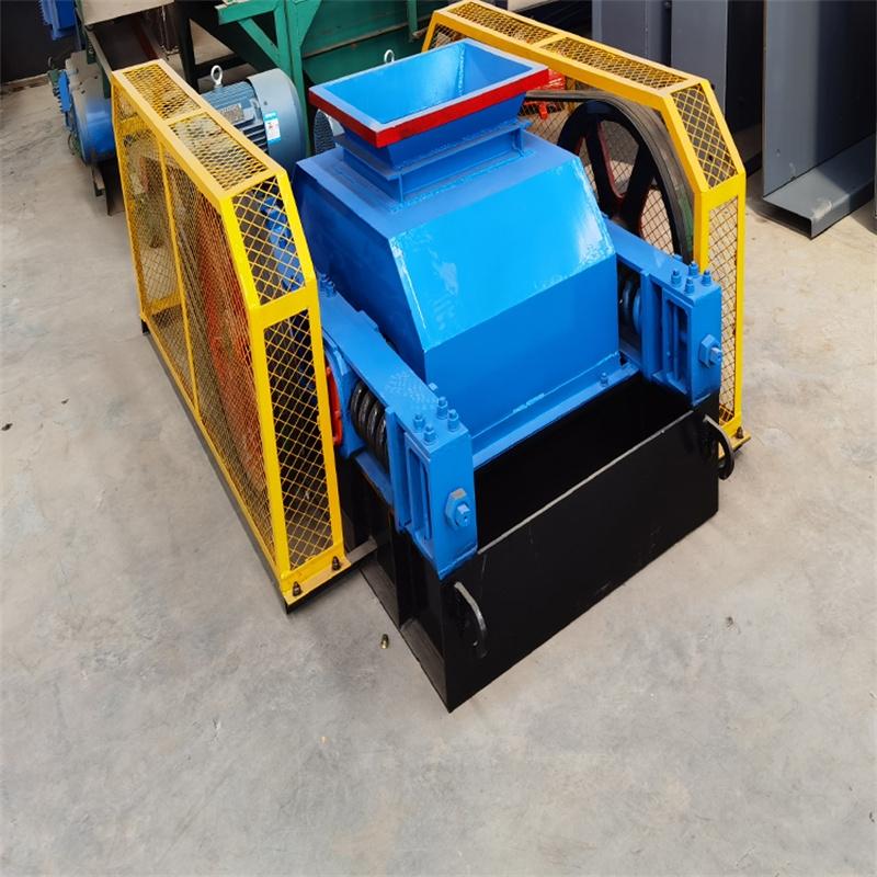 时产400吨对辊式制砂机