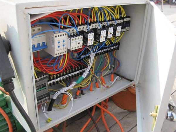 单梁电器箱