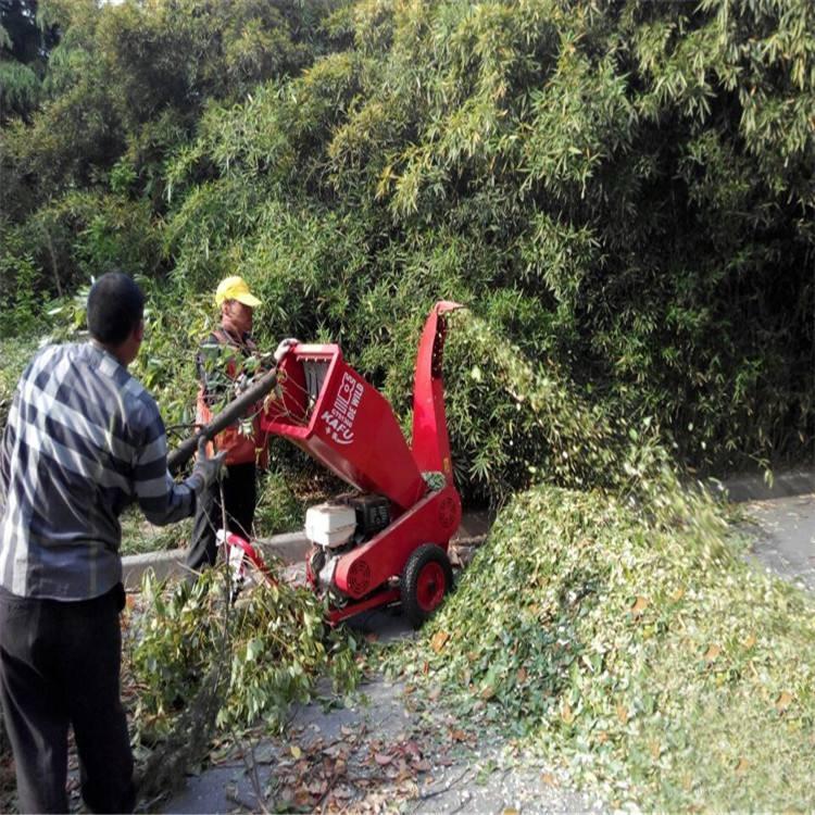 拖挂式树枝粉碎机