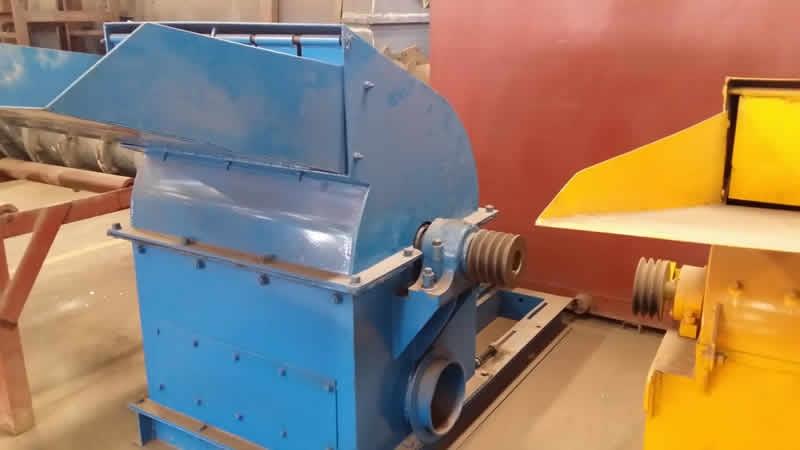 大型锯末粉碎机