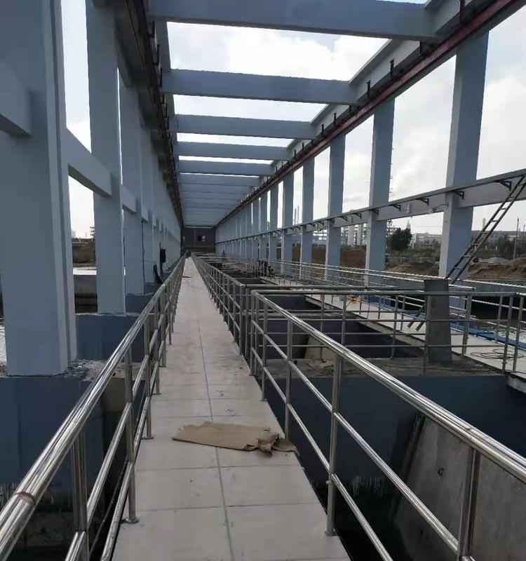 钢结构翻板闸门的工作原理