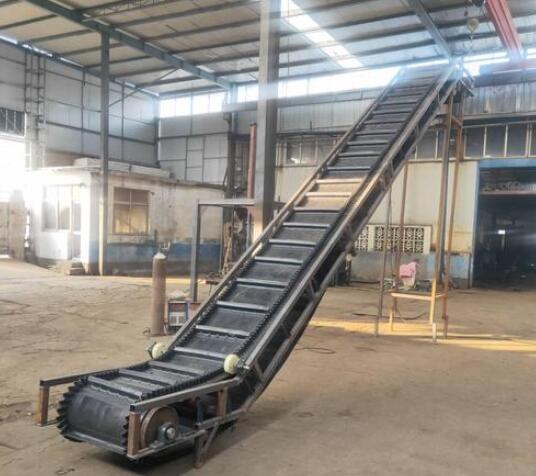 大倾角皮带输送机 皮带机厂家 带式输送机型号设计原理