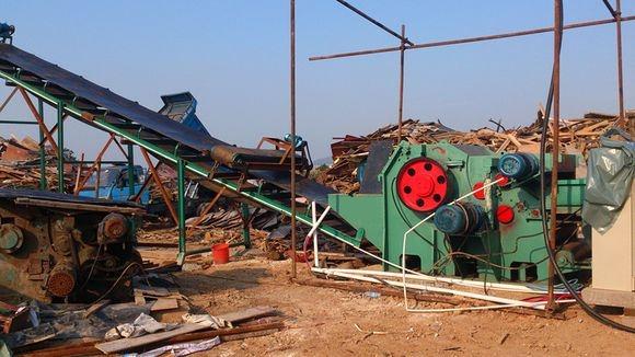 柴电两用建筑模板破碎机