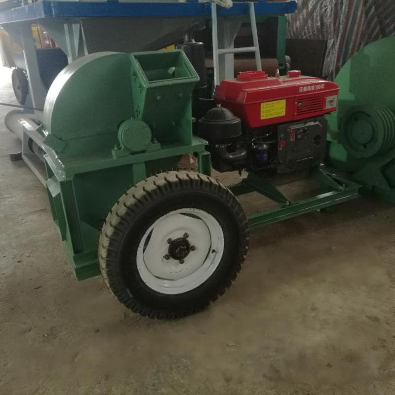 定制柴油动力移动式木屑机